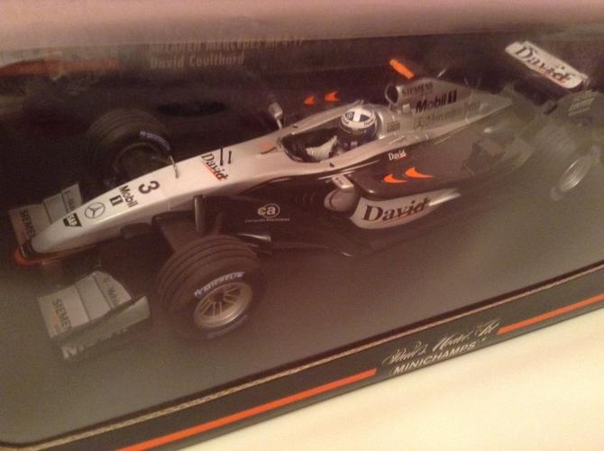 2 mclaren 1:18 diecast F1 cars