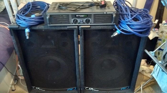 2x 300 WATT Speakers & 600 WATT Amplifier (with power