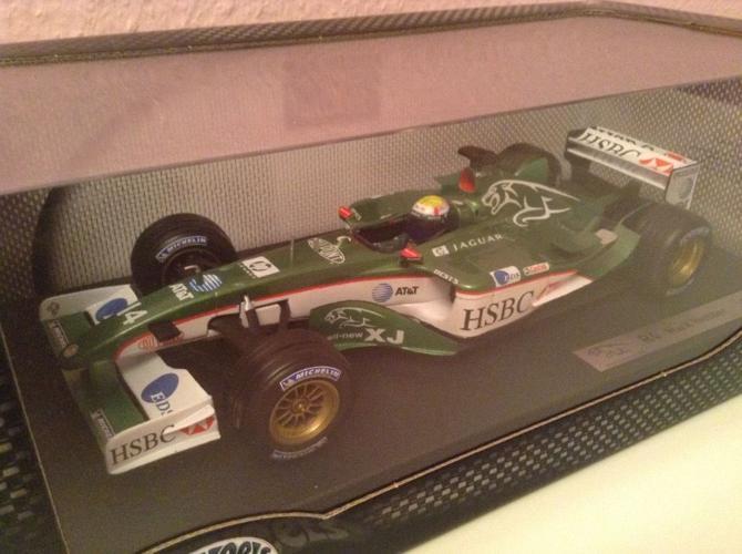 3 jaguar F1 1:18 diecast cars