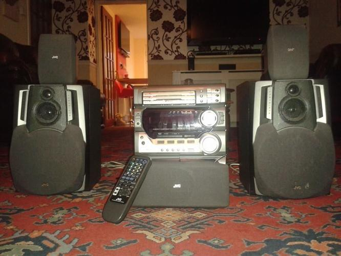 5 SPEAKER JVC REMOTE CONTROLLED HIFI SYSTEM WITH