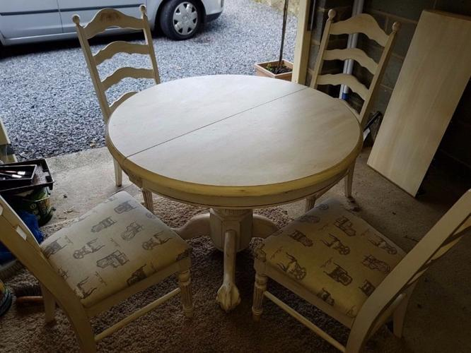 Beautiful Shabby Chiq Expandable Dining Table