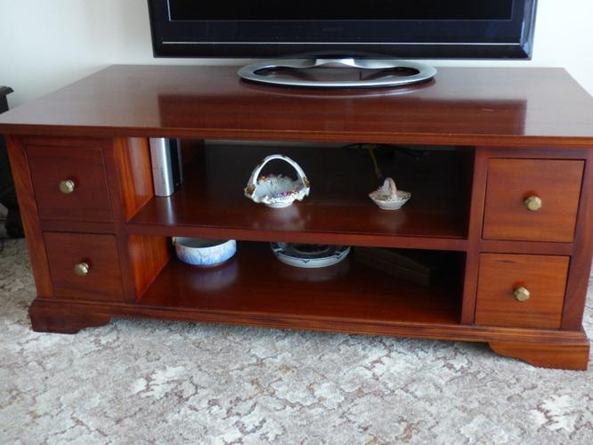 Beautiful TV Stand / Lounge centre table / Lowboy