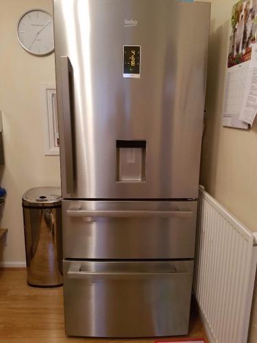 BEKO Select CFMD7852X Fridge Freezer -
