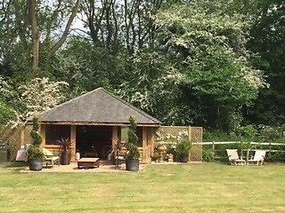 Bespoke Garden Breeze Hut