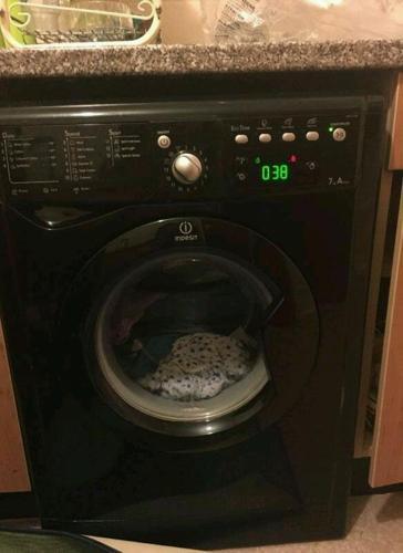Black indesit washing machine 6kg