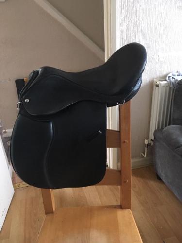 Black leather treeless saddle
