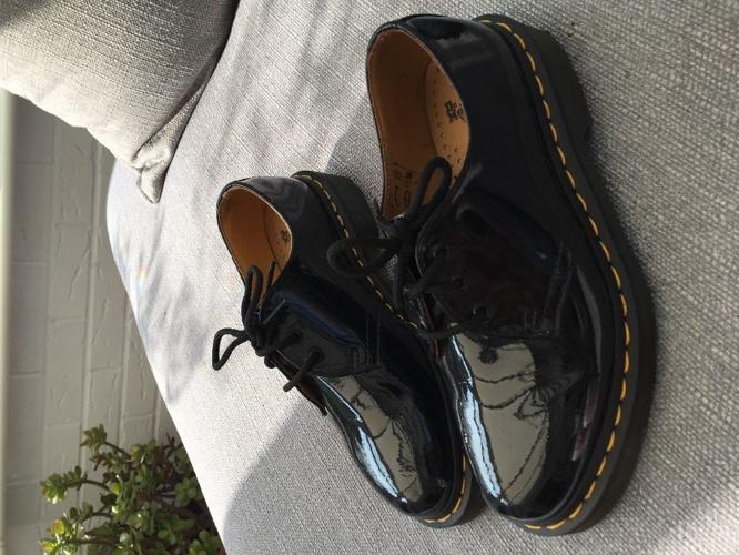 Black original Dr. Martens size 4
