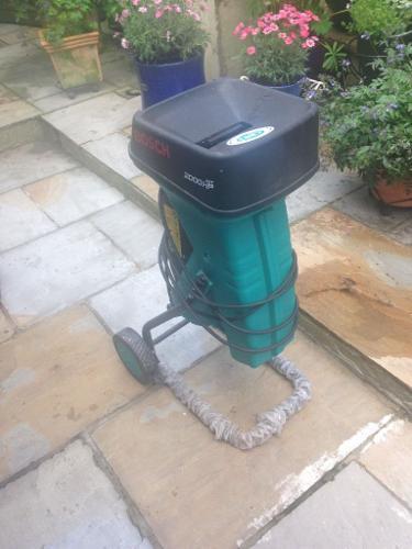 Bosch AXT2000 Garden Shredder. No longer needed collect