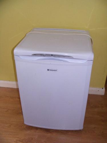 CAN DELIVER - HOTPOINT FREEZER - WORKS GREAT