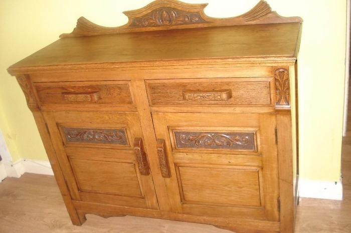 CAN DELIVER - LOVELY MEDIUM OAK SIDEBOARD WITH CARVED