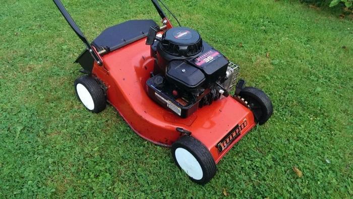 Champion petrol push lawnmower Briggs & Stratton