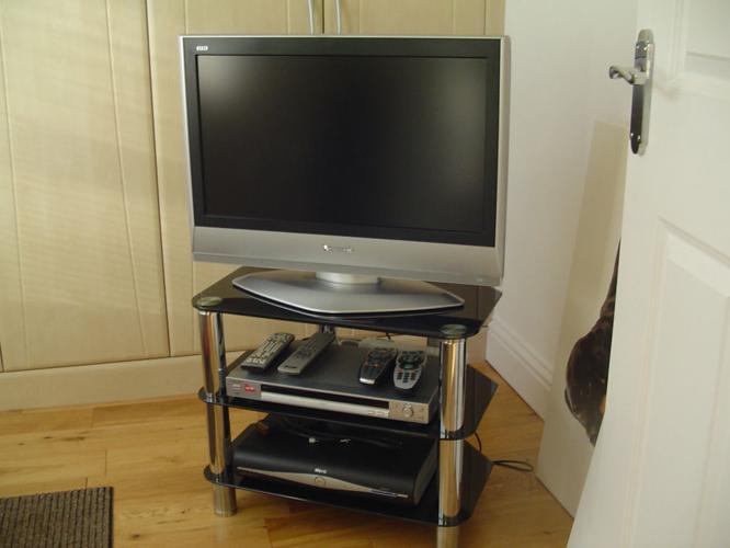 CHROME TV STAND