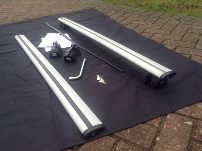 Cruz Airo 128cm aluminium aerodynamic lockable roof
