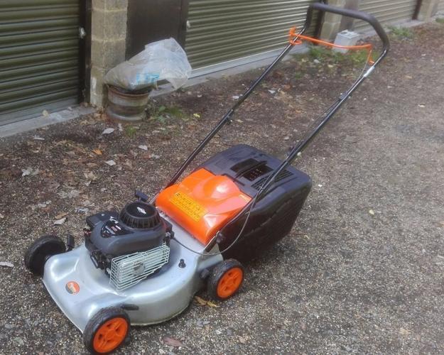 Flymo Petrol Lawnmower with Briggs & Stratton Engine,