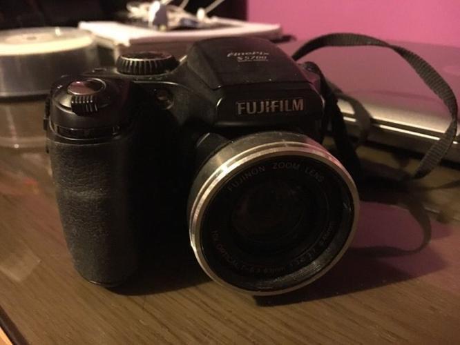 Fujifilm s5700