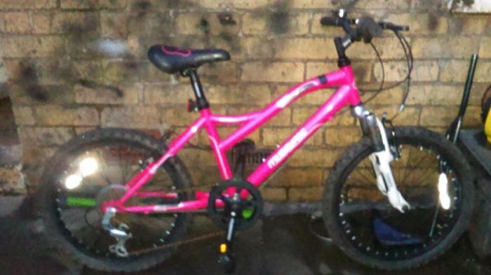 Girls muddy fox lightweight bike. 7-12yrs. Can deliver