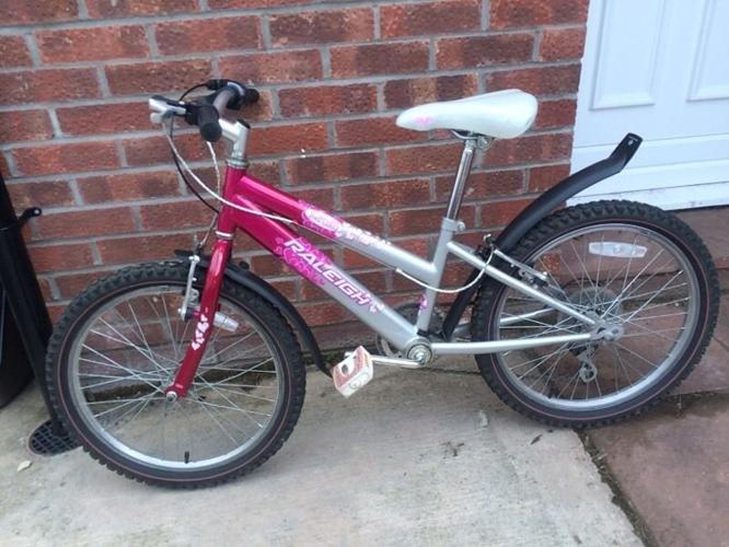 Girls Raleigh Krush bike (20