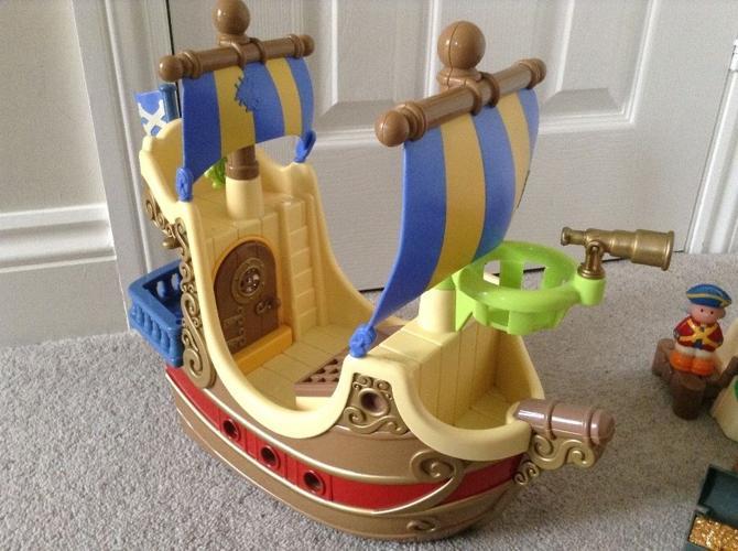Happy Land Pirate Ship