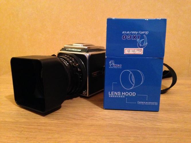 Hasselblad 500 C/M (80mm Carl Zeiss Lens) + Lens hood
