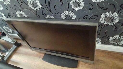Hitachi TV 38 inch