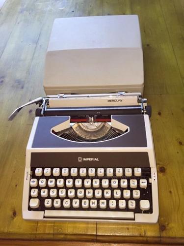 Imperial Mercury Vintage 70's Portable typewriter