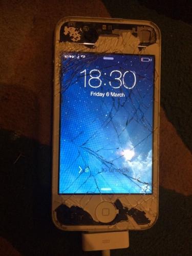iPhone 4 white damaged screen working
