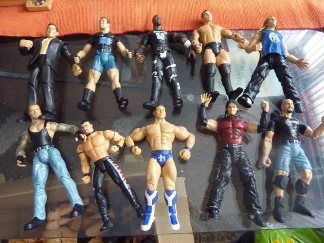 JOB lot bulk collectiong of wrestling figures