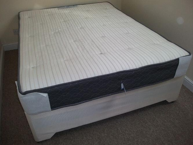 King Sealy mattress (Posturepedic Collection) and king