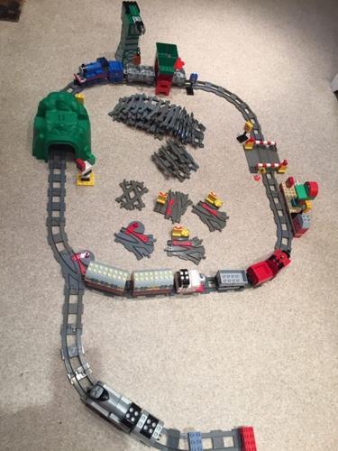 Lego Duplo Thomas the tank engine track & engines