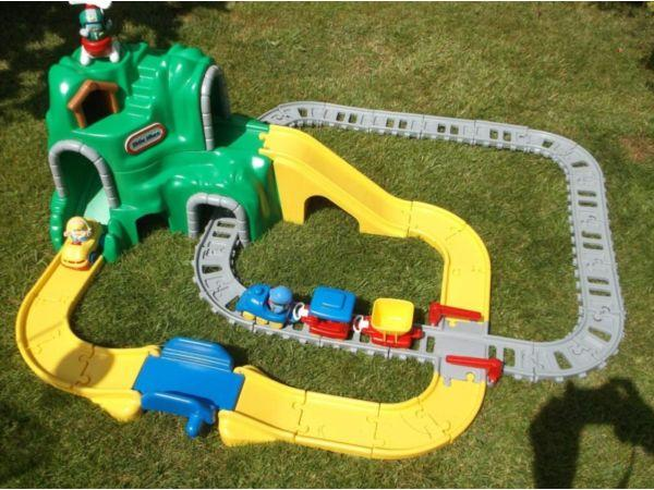 Little tikes green mountain train set