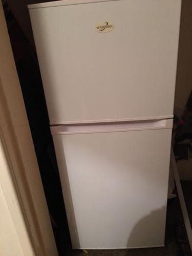 Medium sized Fridge freezer