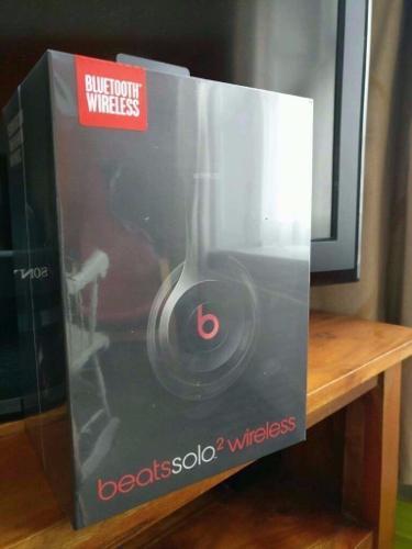 New, sealed Beats Solo2 Wireless Bluetooth Headphones