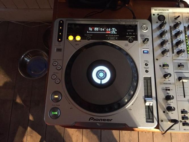 Pair of pioneer CDJ's 800 mk2 decks (only)