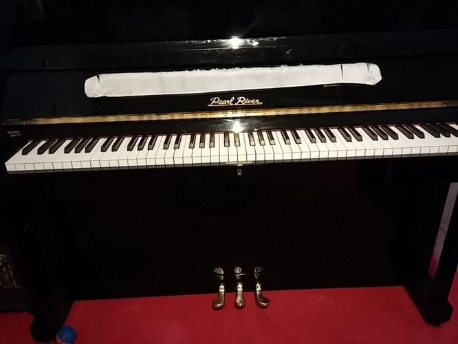 Pearl River Modern Upright Piano UP118E