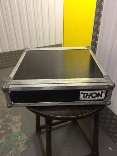 Qsc Rm-850 amplifier in flight case