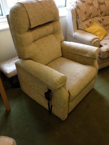 Recliner Riser Armchair