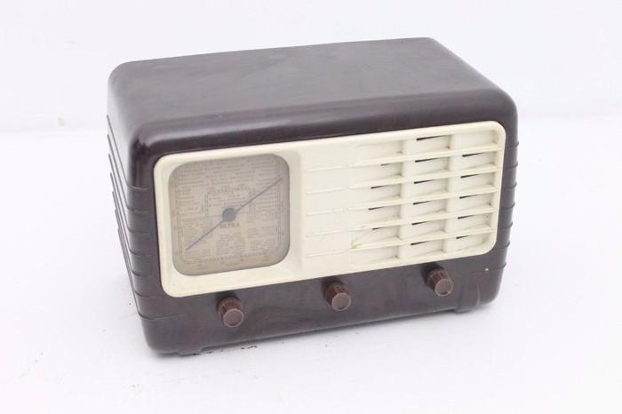 Retro/Vintage Ultra Electric Ultra T401 Bakelite Radio