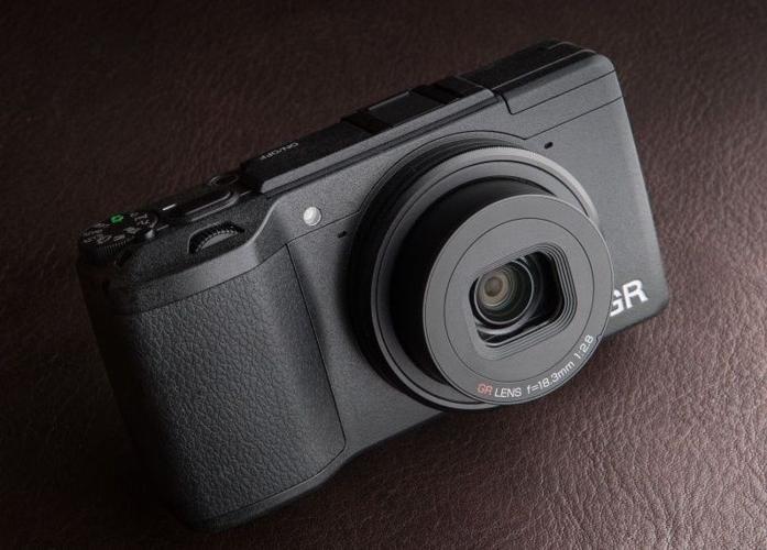 RICOH GR II BUNDLE - Digital Camera 16MP APS-C - BRAND