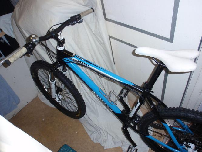 Saracen Mantra Pro mountain bike (Male bike)