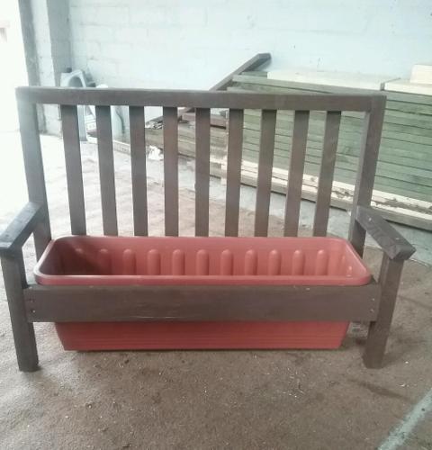 Seat planter