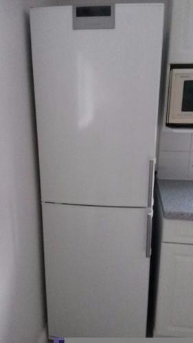 Siemens tall white fridge freezer
