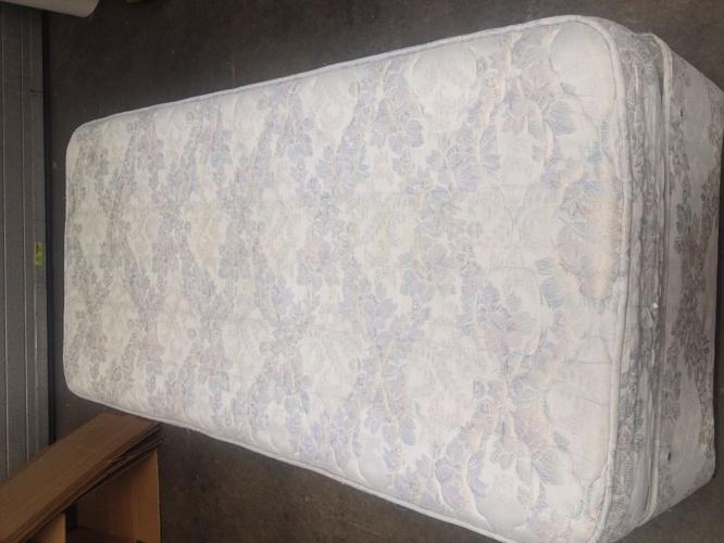 Single Bed with 2 storage draws