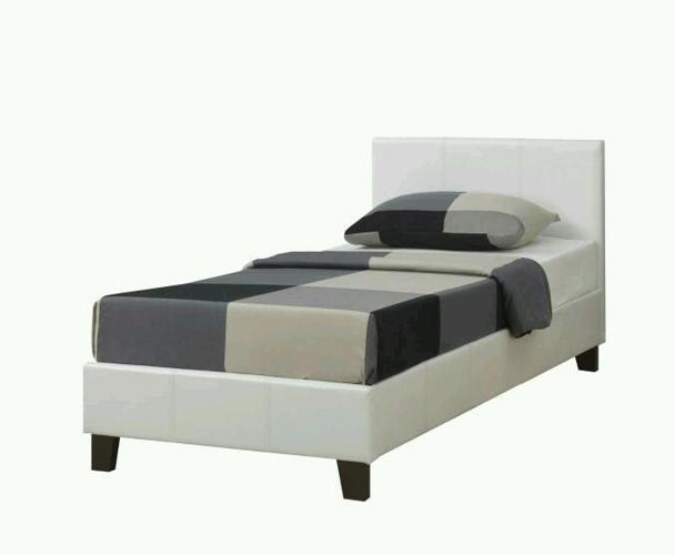 *SINGLE LEATHER WHITE LUCY BED AND MATTRESS *