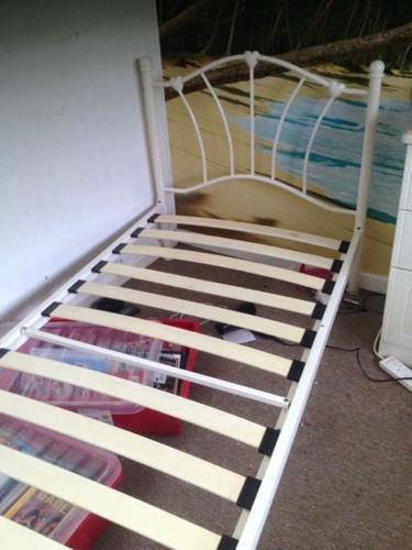 Single metal bed in cream,