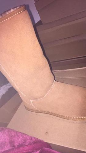 Size 5 tall chestnut uggs £35