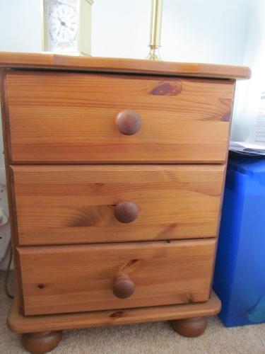 Solid Pine 3 drawer bedside table