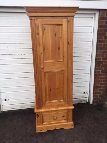 Solid pine single wardrobe