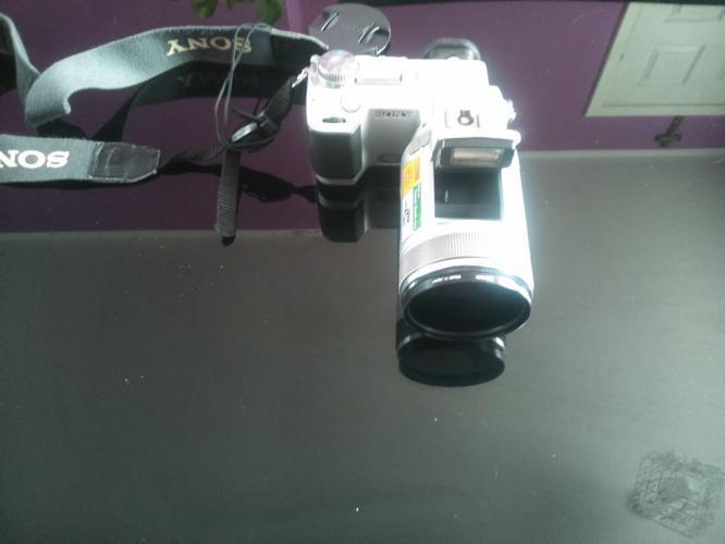 SONY DIGITAL CAMERA DSC-F717 WITH A CARL ZEISS