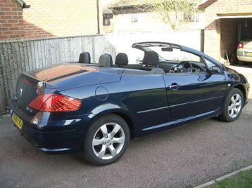Summer is here. Cabriolet Peugeout 307 06 REG