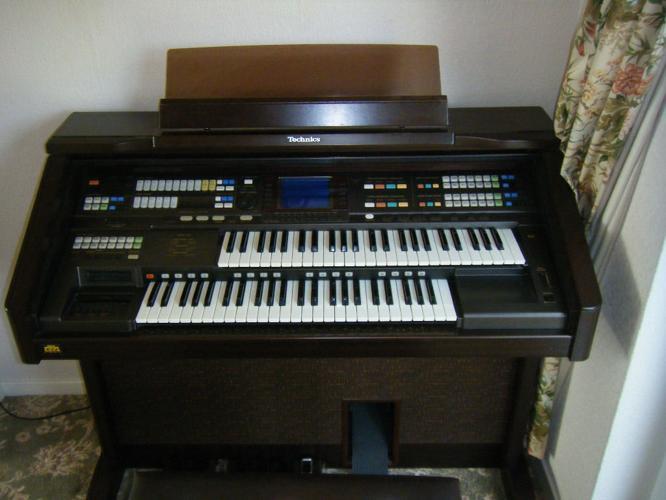 Technics GA3 electronic organ